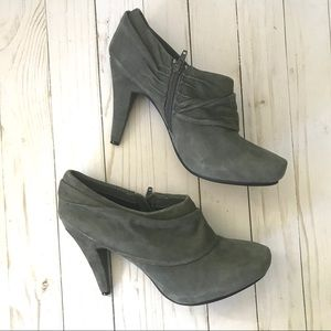 Me Too Laso Gray Suede Heeled Ankle Booties Sz 8